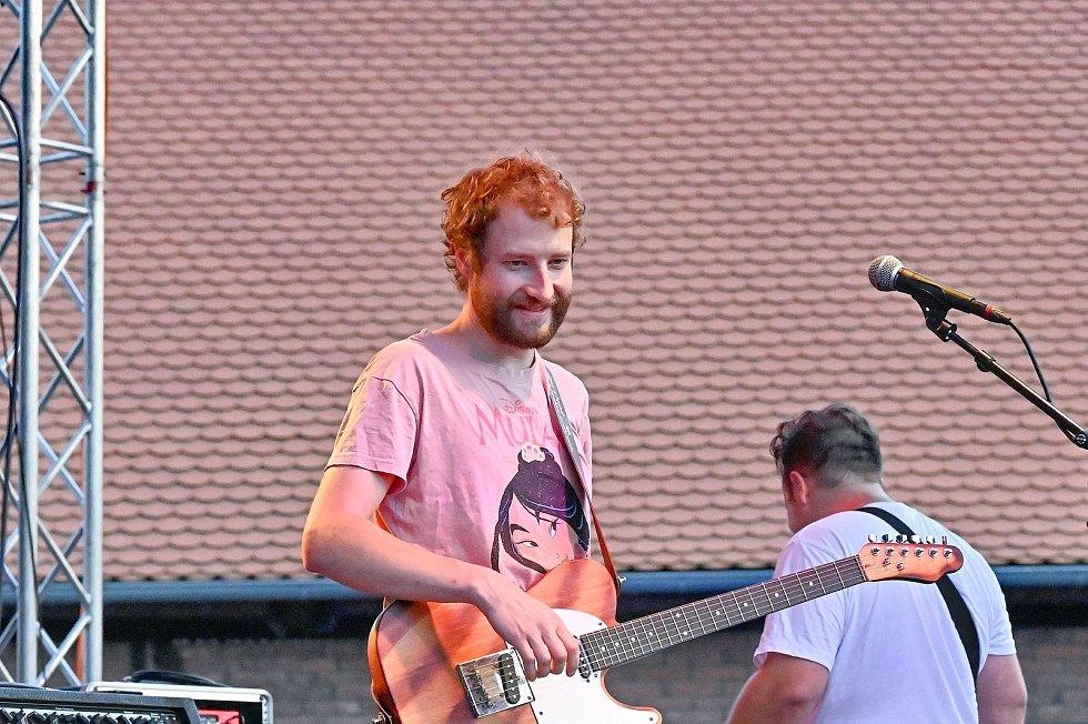 Z koncertu kapel Liwid (na snímku), Mr. Loco a Divokej Bill ve Zručském dvoře ve Zruči nad Sázavou.