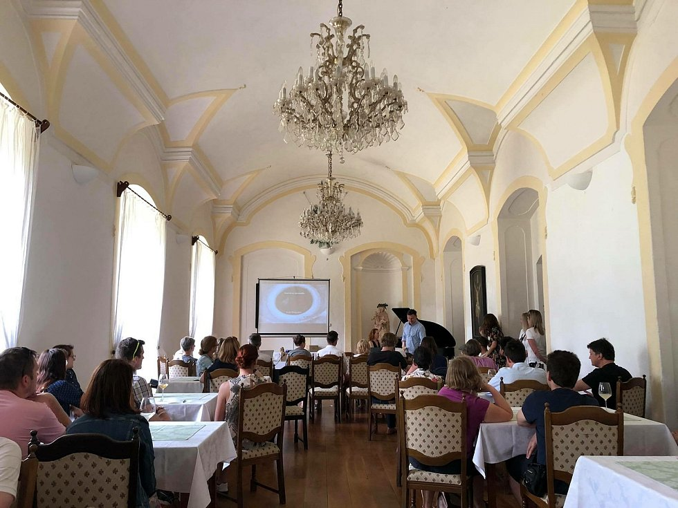 Z víkendového kulturního programu ve Vinných sklepech v Kutné Hoře.
