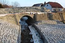 Oprava historického mostu v obci Kamenné Mosty.