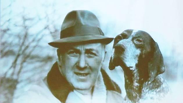 """Výročí úmrtí rodáka a """"žabaře"""" Zdeňka Špinara, významného českého paleontoga, si v tomto měsíci připomínají v Čáslavi."""