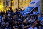 Promítání kinematografu bratří Čadíků na Palackého náměstí v Kutné Hoře.