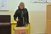 Volební místnost v Uhlířských Janovicích.