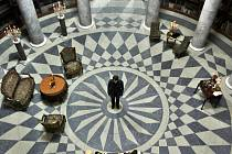 Knihovna na zámku Kačina se změnila pro potřeby natáčení v pracovnu ministra Bacha