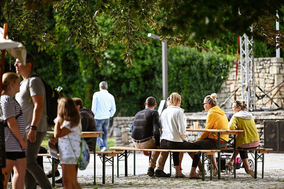 Park pod Vlašským dvorem se dočkal slavnostního otevření.