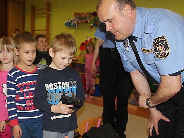 Policie navštívila MŠ Malín