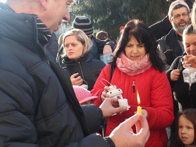 Ekumenická slavnost s předáváním Betlémského světla na Palackého náměstí v Kutné Hoře.