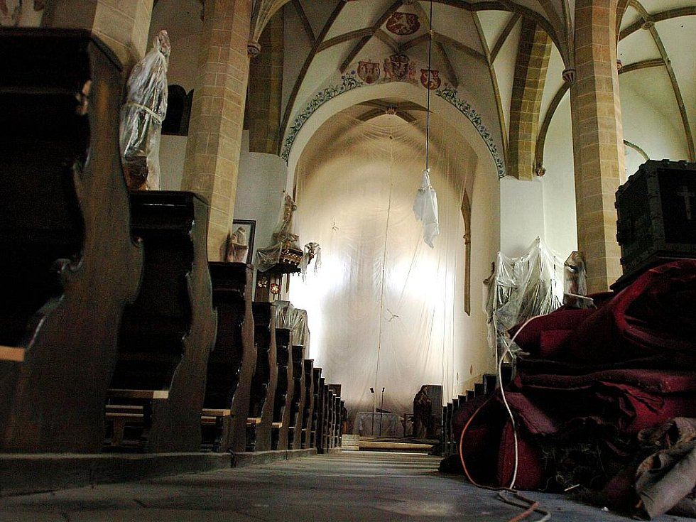 Interier čáslavského kostela svatých Petra a Pavla