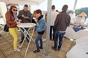 Téměř patnáct stovek milovníků dobrého jídla se vydalo v sobotu 1. dubna do Kutné Hory na I. Kutnohorský Mini Street Food Festival na terase Vily U Varhanáře.