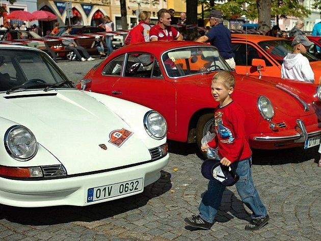 Sraz majitelů vozů značky Porsche se uskutečnil v sobotu v Čáslavi.