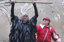 Vo Honzovi pohádka, humorné vystoupení skupiny historického šermu Rego z Vrchlabí.