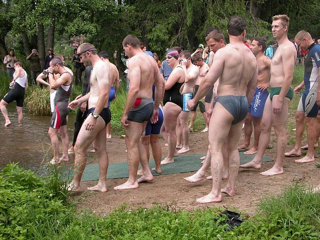 Triatlonový závod Železný Chlíst u Černín.