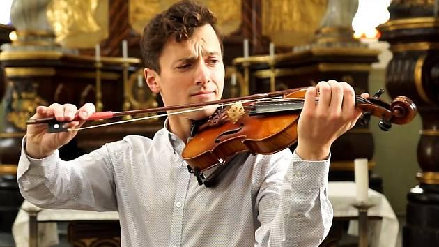 Jan Zástěra, umělecký vedoucí projektu a dirigent.