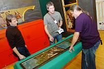 Stěhování exponátů výstavy Europa Jagellonica v Galerii Středočeského kraje v Kutné Hoře. 3. 10. 2012