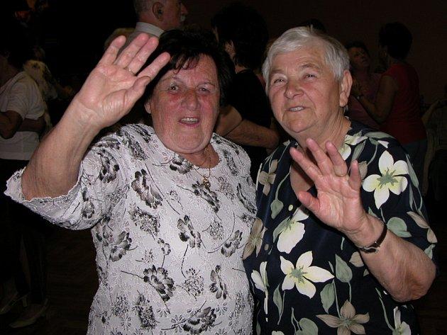 Senioři se bavili v Alfa Clubu v Kutné Hoře.