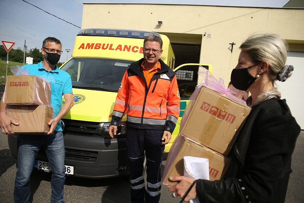 Z předání generátorů ozonu Zdravotnické záchranné službě Středočeského kraje v Kutné Hoře.