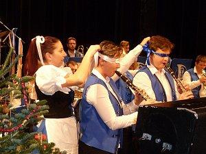 Vánoční koncert dechové kapely Věnovanka v Dusíkově divadle v Čáslavi.