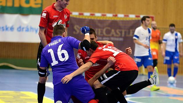 1. zápas čtvrtfinále: Benago Zruč n. S. - Tango Brno 8:9 po penaltách.