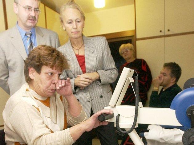Motorové vozíky pro tělesně postižené občany se budou vyrábět v nové továrně v Kácově.