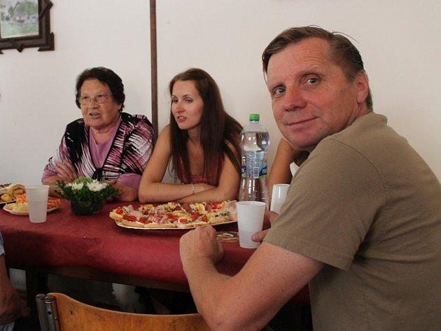 Setkání rodáků v rámci 600. výročí první zmínky o Újezdci 26. července 2014.