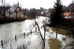 Povodeň ve Žlebech na jaře roku 2002.