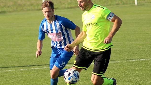 Fotbalista Pavel Růžička (vpravo)