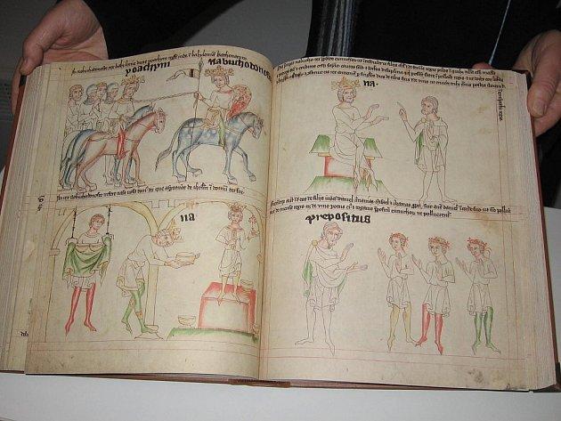 Věrná kopie originálu Velislavovy bible.