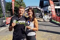 Michal Pavlík a Martina Fabiánová v cíli evropského šampionátu Spartan Race 2018.