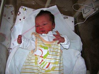 Tereza Sojková přišla na svět 11. března v Čáslavi. Vážila 3100 gramů a měřila 49 centimetrů. Doma ve Vrdech se na ni těší maminka Anna a tatínek Jan.