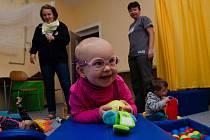 Pomoc pro děti s poruchami vidění je zadarmo, avšak ke spoustě dětí se nedostane.