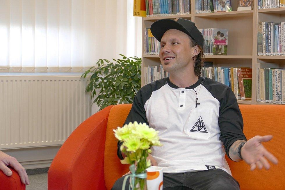 Z besedy s freestylovým motokrosovým šampionem Liborem Podmolem v rámci cyklu Křeslo pro hosta ve Zruči nad Sázavou.
