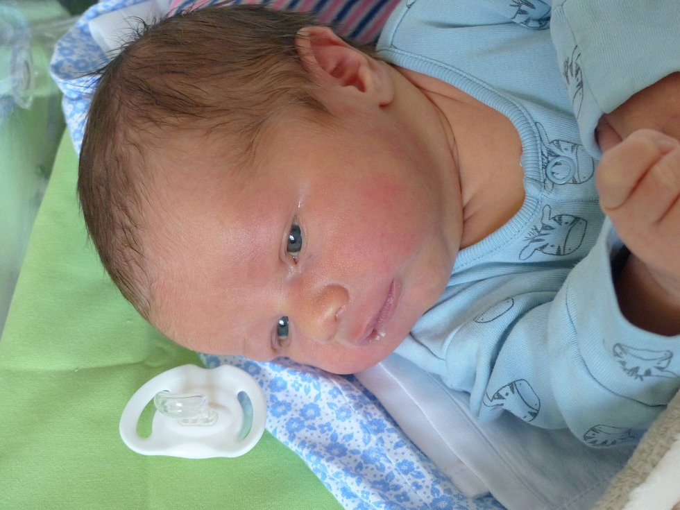 Pavel Brož se narodil 18. ledna 2021 v kolínské porodnici, vážil 3970 g a měřil 53 cm. Ve Zruči nad Sázavou se z něj těší bráškové Michal (11), Ondřej (5) a rodiče Lenka a Pavel.