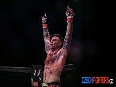 Bojovník MMA Daniel Brunclík po vítězném souboji s italským protivníkem.