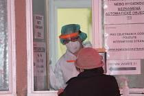 Odběrové místo v Kutné Hoře je umístěno v areálu nemocnice. Zvlášť je vyhrazen prostor pro PCR testy, kam chodí lidé se žádankou od praktického lékaře či hygieny. Dobrovolné antigenní testování se provádí v prostoru chirurgických ambulancí.