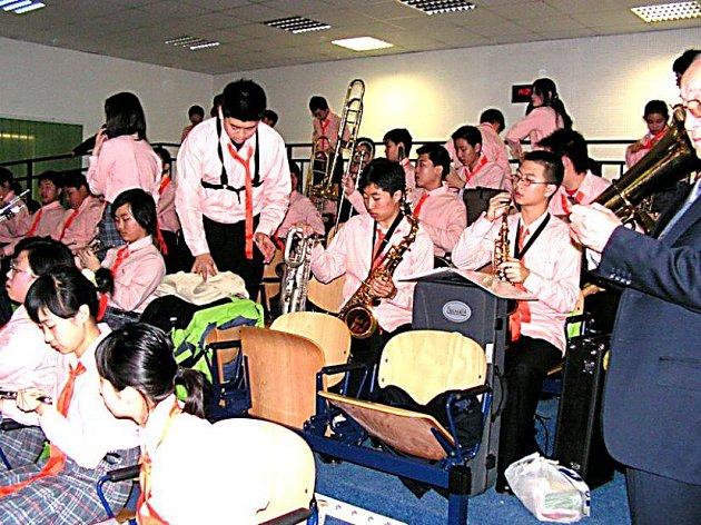 Studenti z Pekingu zahráli čáslavským studentům.