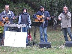 Country kapela Trampoty z Červených Peček.