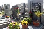 Jaro na hřbitově v Malíně. Foto: Tomáš Hájek