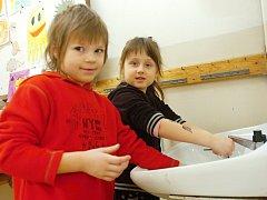 Prázdninové tvoření s Kačkou si užily děti v pondělí v Rodinném centru Špalíček.