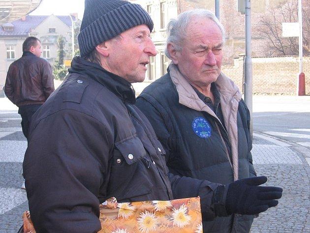 Přímý svědek dopravní nehody Jaromír Procházka (vlevo).