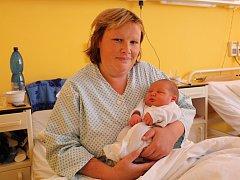 Vojta Křeček se narodil 10. července v Čáslavi. Vážil 4050 gramů a měřil 53 centimetrů. Doma v Uhlířských Janovicích ho přivítá maminka Šárka, tatínek Martin a sestřička Anička.