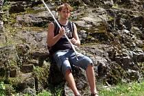 Fotbalista Josef Hájek, který utrpěl v neděli 6. května 2012 v utkání Paběnice B - Červené Janovice zlomeninu holenní kosti.
