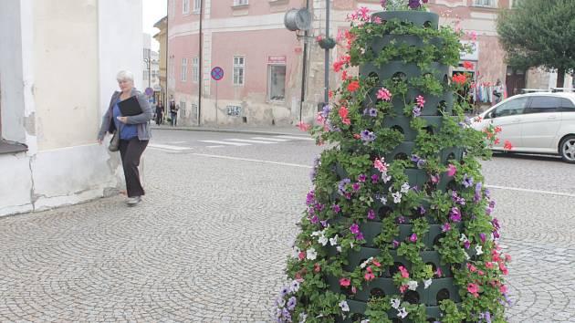 Květinová věž na náměstí Palackého