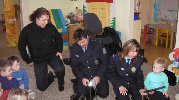 Policisté zavítali do Mateřské školy Sedlec.