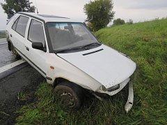 Řidička dostala smyk, utrpěla lehká zranění.