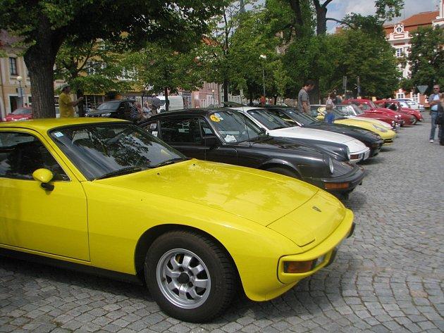 Desátý letní sraz vozidel značky Porsche a jejich řidičů v Čáslavi 21. července 2012.