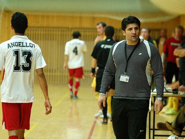 22. kolo Jetbull futsal ligy: Benago Zruč - Nejzbach Vysoké Mýto 2:3, 18. února 2011.