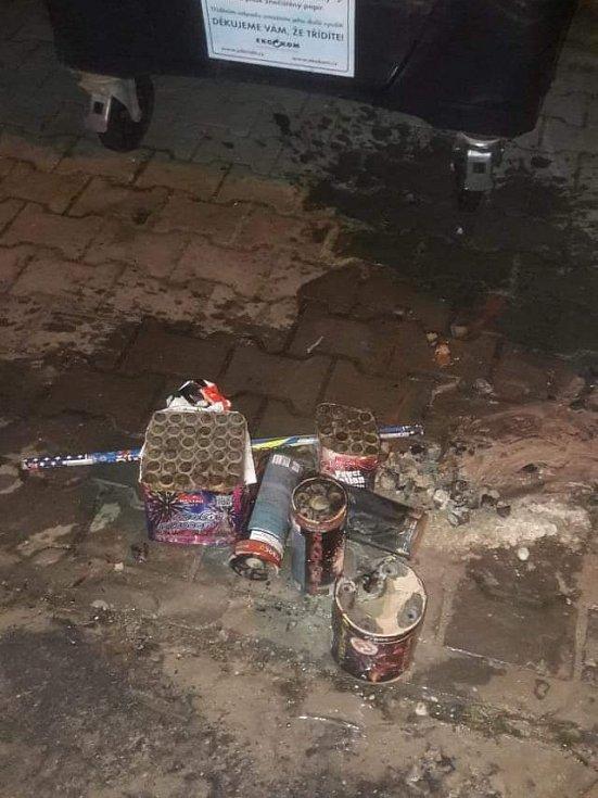 Požár zbytků zábavní pyrotechniky.
