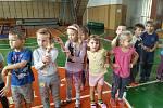 Zábavné cvičení pro děti v kutnohorské sokolovně.