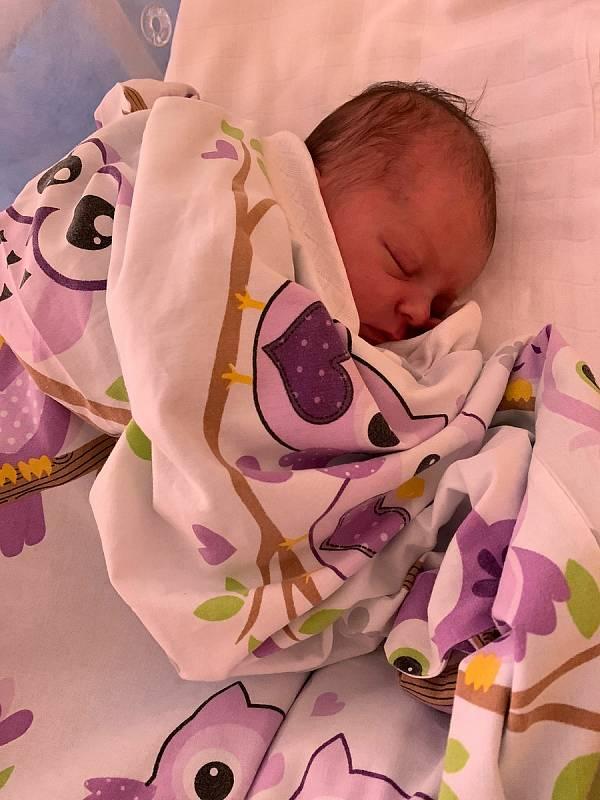 Natálie Röhrich přišla na svět 16. září 2021 v 9.31 hodin v čáslavské porodnici. Pyšnila se porodní váhou 3420 gramů a mírou 51 centimetrů. Doma v Pardubicích se z ní těší maminka Veronika, tatínek Jan a dvouletý bráška Tobiášek.