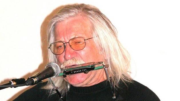 Písničkář a bavič Josef Fousek