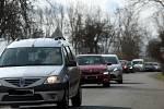 Kvůli vážné dopravní nehodě na Kalabousku odkláněli policisté ve středu 14. dubna dopravu také přes obec Chotusice.